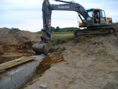 Bagr Volvo 210 Výstavba rybníků - vasek-rybniky.cz
